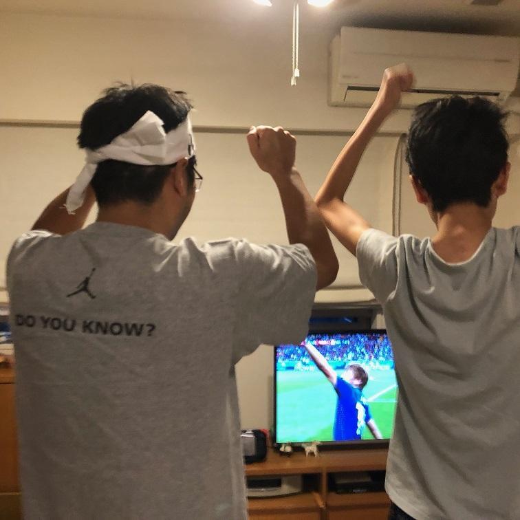 W杯の日本代表戦を深夜まで観戦し、仮眠してから会議に参加した人。