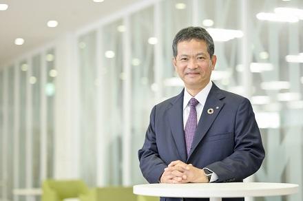 代表取締役社長桑名栄二の写真